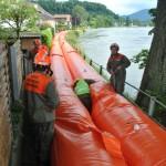 Einbau der Hochwassersperre